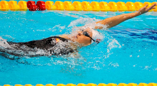 nadar espalda